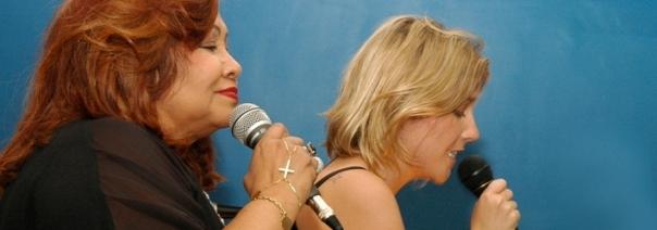 Alcione e Luiza Possi, em um dos pocket shows da Acústica Perfeita