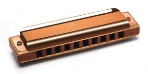 A harmônica blues Pure Bronze – signature Rod Piazza é um instrumento produzido pela Hering Harmônicas. As harmônicas Pure Bronze por serem instrumentos produzidos com apenas um tipo de metal, um bronze especial (palhetas, placa de vozes e placa de cobertura), permitem maior estabilidade dos modos vibracionais, maior equilíbrio harmônico e tessitura com menor batimento entre os parciais. A placa de cobertura tradicional blues em bronze especial com acabamento em verniz e grafia a laser dá um toque de classe.